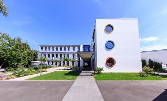 Schulen Architektur Eingang Rundfenster